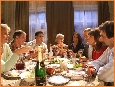 russian_family_at_the_feast_table....jpg